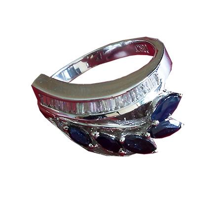 انگشتر با سنگ یاقوت کبود آبی و الماس با کد محصول RI.0025
