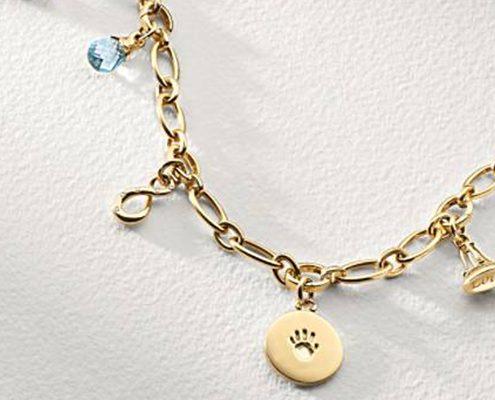 دستبند آویز دار با شیشیه آبی با کد محصول BR.0009