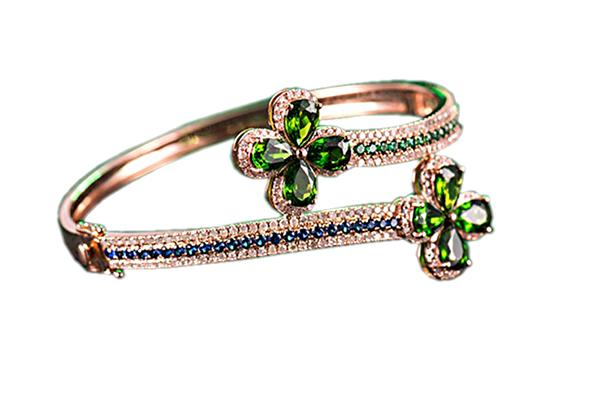 دستبند با سنگ سبلانایت، الماس، یاقوت کبود و زمرد با کد محصول BR.0015