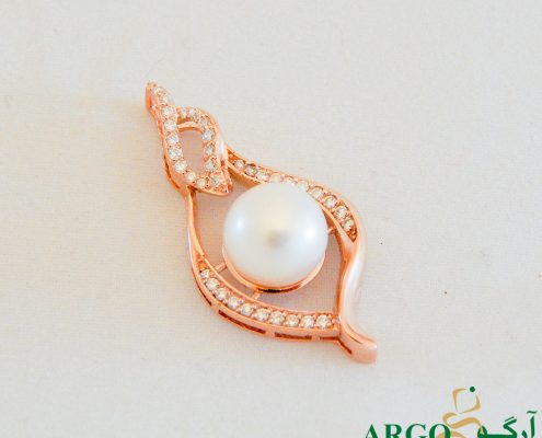 PEARL COLORS – HARVESTING PEARLS
